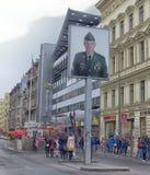 Checkpoint Charlie był ważnym blokadą drogi, biega od 1945 Zdjęcie Stock