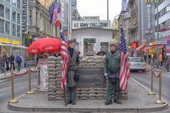 Checkpoint Charlie był ważnym blokadą drogi, biega od 1945 Obrazy Stock