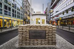 Checkpoint Charlie em Berlim Foto de Stock Royalty Free