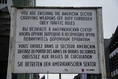 Checkpoint Charlie en Berlín imagen de archivo libre de regalías