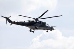 Checo Mil Mi - 24 helicópteros de ataque traseros Fotos de archivo