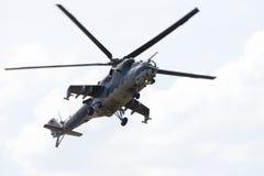 Checo Mil Mi - 24 helicópteros de ataque traseros Imagenes de archivo