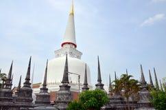 Chedi av Wat Phra Mahathat Woramahawihan Arkivfoto