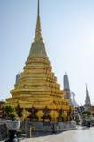 Chedi d'or de Wat Phra Kaew Bangkok Photos stock