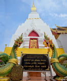 Chedi de Phra qui temple de copain de Choeng dans Sakhon Nakhon, Thaïlande Image stock