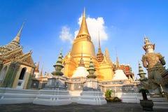 Chedi dorato a Wat Phra Kaew Fotografie Stock Libere da Diritti
