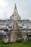 Chedi PhukhaoThong på Wat Phu Khao Thong av Ayutthaya Thailand Royaltyfria Bilder