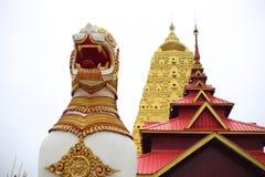 Chedi Phutthakhaya på Sangkhlaburi Royaltyfri Bild