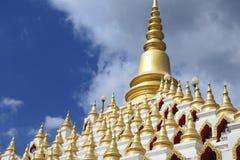 Chedi Samphutthe κοντά σε Wat Mani Phraison, μέθυσος της Mae, Tak, Ταϊλάνδη στοκ εικόνες με δικαίωμα ελεύθερης χρήσης
