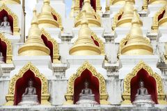 Chedi Samphutthe κοντά σε Wat Mani Phraison, μέθυσος της Mae, Tak, Ταϊλάνδη στοκ εικόνα