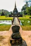 Chedi viejo, stupa budista, en Sukhothai, Tailandia Imagen de archivo