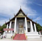 Chedi y ubosot de Wat Phra Mahathat Woramahawihan en Nakhon Si Thammarat, Tailandia Imagen de archivo