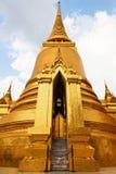 Chedis dorato, grande palazzo - Bangkok, Tailandia Immagini Stock Libere da Diritti