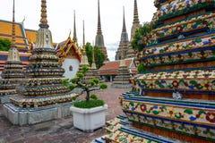 Chedis som innehåller aska av kungafamiljen på den historiska Wat Pho i Bangkok, Thailand Arkivbild