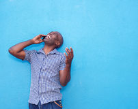Cheerful african man talking on mobile phone Royalty Free Stock Photography