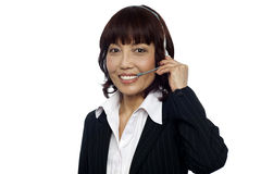 Cheerful asian customer support operator Royalty Free Stock Photos