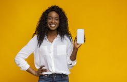 Free Cheerful Black Woman Showing Latest Slim Cellphone Stock Images - 156232274