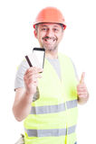 Cheerful builder paying with credit card Royalty Free Stock Photography