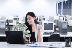 Cheerful businessman gets increase income Royalty Free Stock Photos