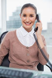 Cheerful businesswoman picking up the phone Royalty Free Stock Photos