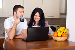 Cheerful couple drinking coffee Royalty Free Stock Photography