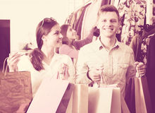 Cheerful couple holding shopping bags Royalty Free Stock Photo