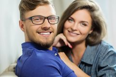 Cheerful couple at home Royalty Free Stock Photos