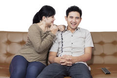 Cheerful couple sitting on the couch Royalty Free Stock Photos