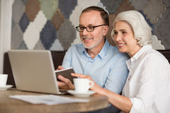Cheerful couple using laptop Royalty Free Stock Image