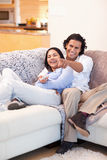 Cheerful couple watching television together Royalty Free Stock Photography