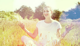 Cheerful gorgeous yoga girl relaxing for romantic wellbeing, sunny effects Stock Photography