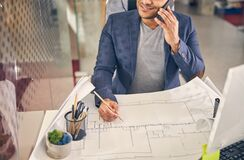 Cheerful male person talking per telephone during work