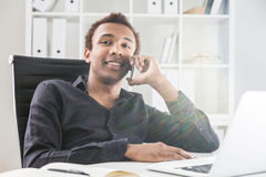 Cheerful man on phone Royalty Free Stock Photography