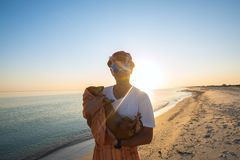 Cheerful man tourist, in a funny sunglasses Royalty Free Stock Images