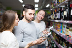 Cheerful shoppers choosing vodka Royalty Free Stock Images
