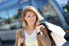 Cheerful shopping woman in the streets Royalty Free Stock Photography