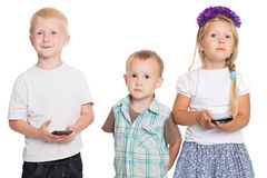 Cheerful siblings with smartphones Royalty Free Stock Photo