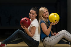 Cheerful Young Couple Holding Bowling Ball Royalty Free Stock Photos
