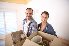 Cheerful young couple moving into new home Royalty Free Stock Photos