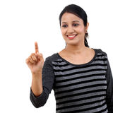 Cheerful young woman pointing on a virtual screen Royalty Free Stock Photos