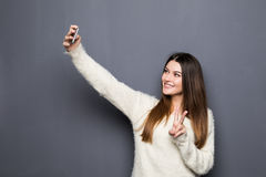 Cheerful young woman talking on mobile phone Royalty Free Stock Photography