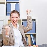 Cheering bem sucedido da mulher de negócio Foto de Stock Royalty Free
