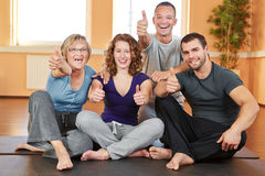 Cheering fitness group holding Royalty Free Stock Photos