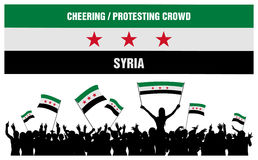 Cheering ou protestando a multidão Síria Imagem de Stock