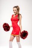 Cheerleader, die mit Pom-poms aufwirft Lizenzfreie Stockbilder