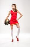 Cheerleader, die mit Sturzhelm aufwirft Lizenzfreie Stockfotos