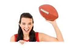 Cheerleader: Het kijken over Witte Kaart met Voetbal stock afbeelding