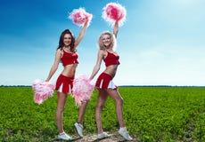 Cheerleader mit zwei Schönheiten Stockbilder