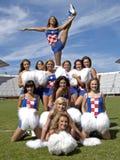 Cheerleaderbildung auf dem Spielplatz lizenzfreie stockfotos