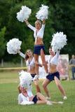 Cheerleadern führen durch Stockfoto